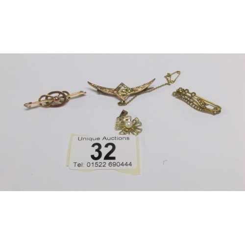32 - 3 gold brooches and a gold pendant (1 hallmarked 9ct, Birmingham 1891/92 and remainder tested as gol...