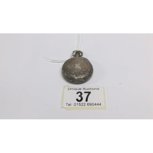 37 - A ladies silver pocket watch HM London, import 1908/09...