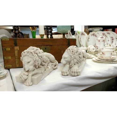489 - A pair of Chatsworth lions by Dilettanti...