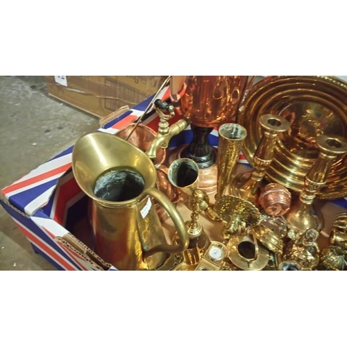 640 - A mixed lot of brass and copper including samovar, miner's lamp, candlesticks etc...