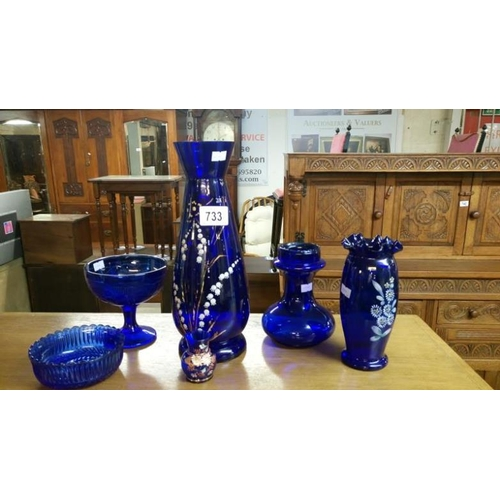 733 - 6 pieces of Bristol blue glass...