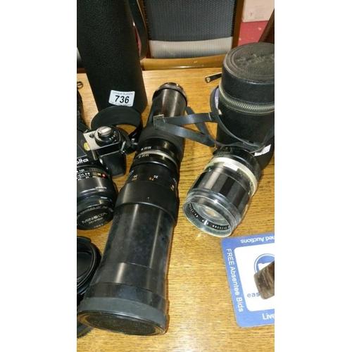 736 - 2 Minolta camera's and accessories...