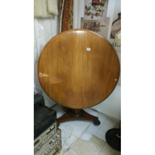783 - A tip top mahogany table...