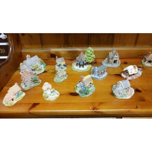 788 - A large collection of Lilliput lane cottages...