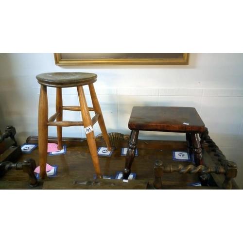 791 - 2 stools...