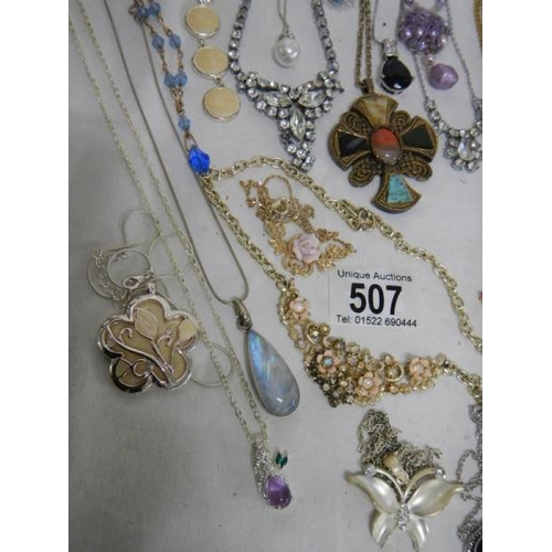 507 - Approximately 30 assorted necklaces, all in good condition....
