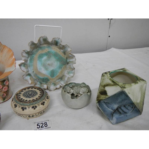528 - 6 items of Studio pottery including Carn Pottery, Cornwall....