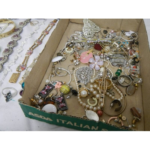 535 - A mixed lot of costume jewellery including necklaces, bangles, rings etc and a small clock....