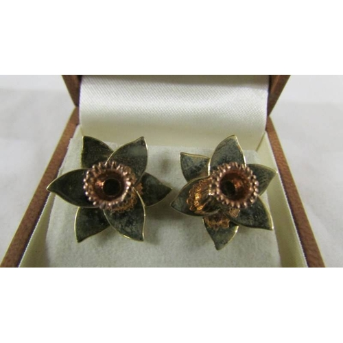 27 - A pair of 9ct gold earrings fashioned as daffodils. 4.5 grams....