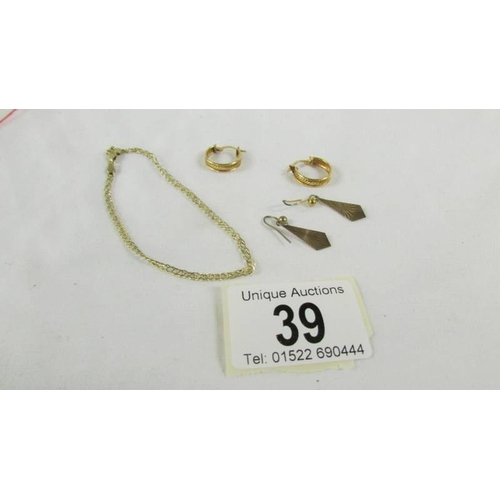 39 - A 9ct gold bracelet and 2 pairs of 9ct gold earrings, 4.7 grams....