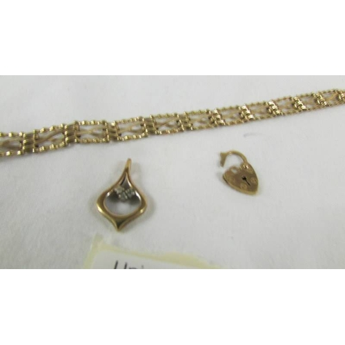 45 - A 9ct gold bracelet with padlock but no clasp.  4.5 grams....