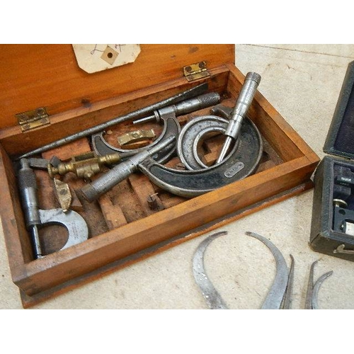 310 - A good selection of woodturning internal and external calipers, a vintage fixed art planimeter (circ...