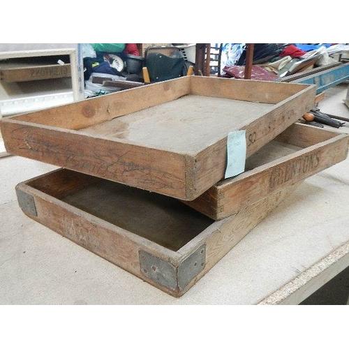 318 - 3 mid 20th century baker's trays.