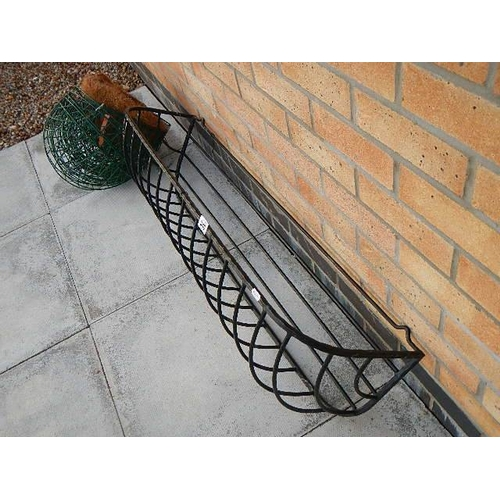340 - Approximately 10 hanging baskets and a wall fixing basket.
