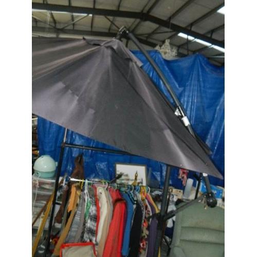 346 - A mechanical parasol.
