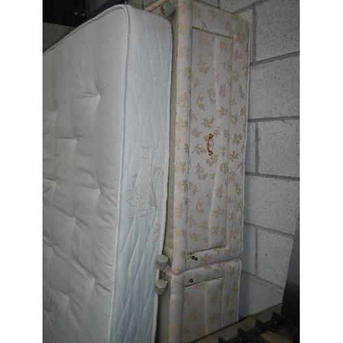 356 - A clean king size (5ft) divan with 'Sleepmaster' mattress.