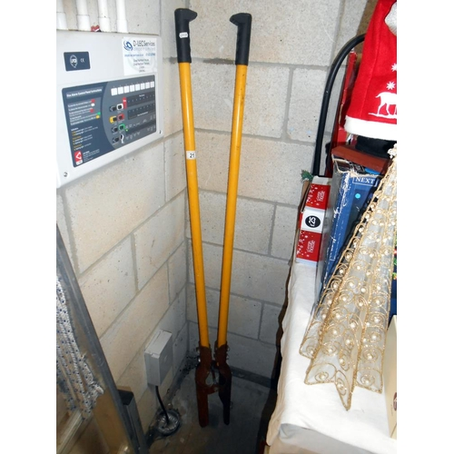 21 - A post hole digging tool just under 5ft in height