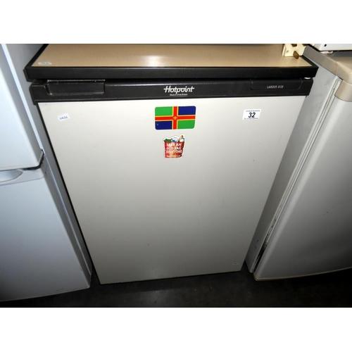 32 - A Hotpoint Larder 8129 fridge