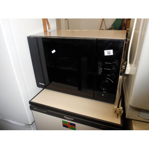 33 - A Toshiba microwave oven model no ER-7700E