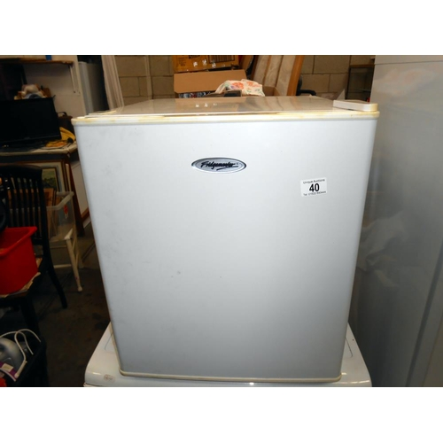 40 - A Fridgemaster table top fridge