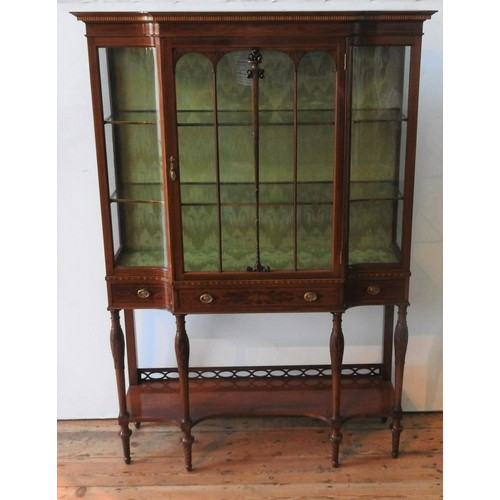 33 - AN EDWARDIAN MAHOGANY INLAID GLAZED BREAK-FRONT DISPLAY CABINET, with bowed glass panels, a long cen...