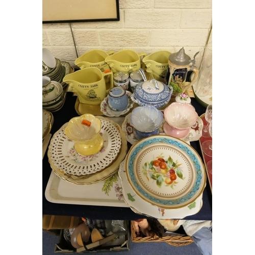21 - Mixed china including Maling Sundae dishes, Cutty Sark Scotch Whisky water jugs etc (2 trays)...