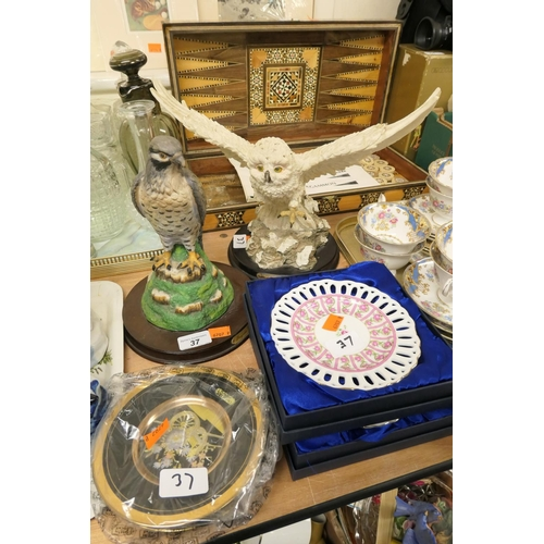 37 - Two bird of prey figures, Chokin ware plates and two Leonardo Collection boxed plates...