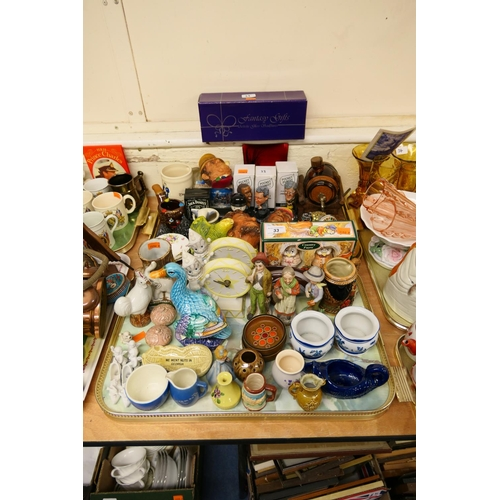 33 - Ornamental ceramics and collectables including Guinness Pocket Pundits, Bossons Masks etc (2 trays)...