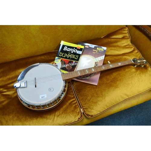 621 - Banjo with two 'How to play' books (3)...