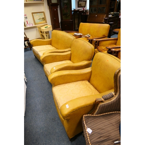 623 - Traditional 1930s PVC upholstered three piece suite...