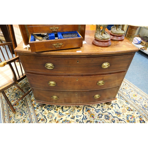 637 - Late Regency mahogany bow front chest of drawers...