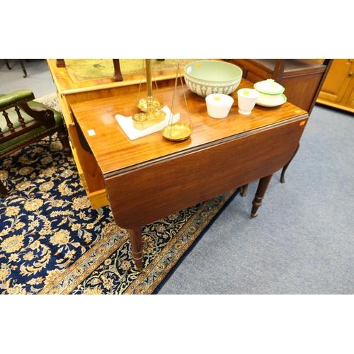 652 - Victorian mahogany Pembroke table...
