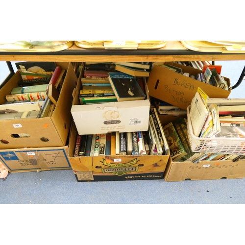 107 - Quantity of books including art, philosophy and others (8 boxes)...