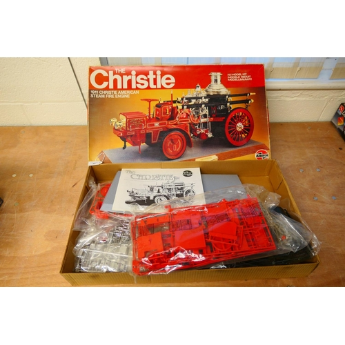 32 - Airfix large scale model kit of 'The Christie' 1911 Christie American steam fire engine (Please refe...