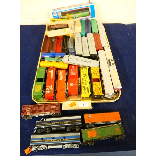 9 - Mixed American rolling stock, scale HO (1 tray) (Please refer to the note on Lot 1)...