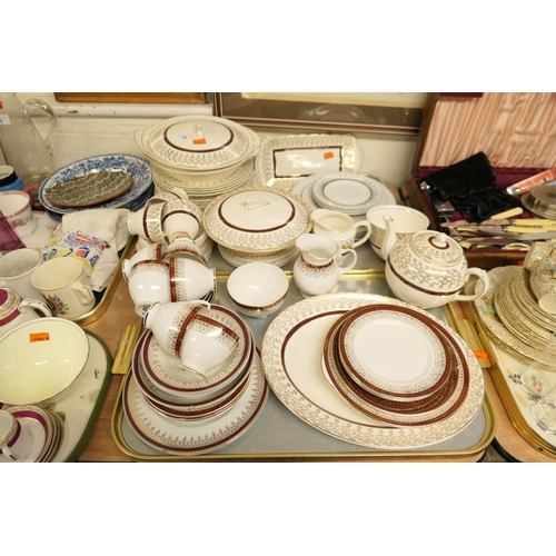 40 - Mixed Royal Grafton Crownford and Alfred Meakin dinner and tea wares (2 trays)...