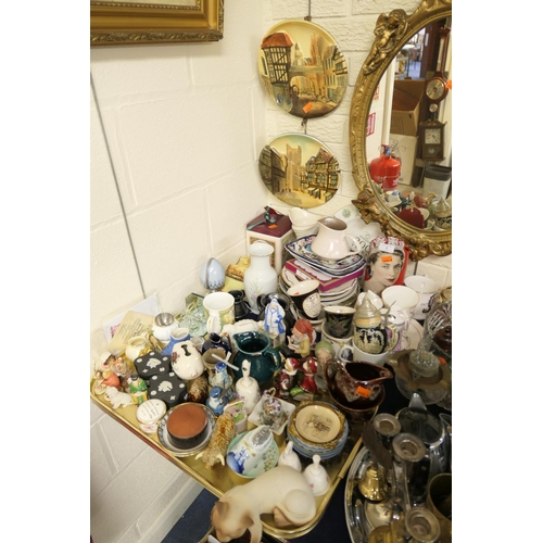 1 - Mixed collectable ceramics including collectors' plates, royal memorabilia, Keele Street Pottery, co...
