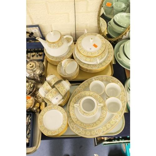 32 - Noritake Aida pattern dinner service (2 trays)...