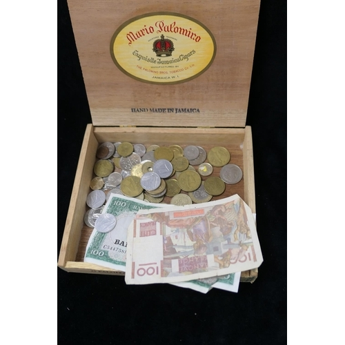 532 - Small amount of mixed foreign coinage and bank notes...