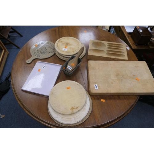 609 - Number of wooden breadboards, lemon squeezer, Hovis bread tin, blockwood chopping board etc (12)...