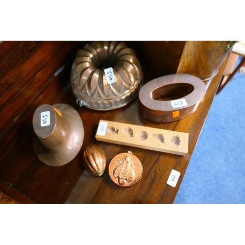 653 - Copper jelly mould, two copper braun moulds, two further copper moulds and a gingerbread wooden moul...