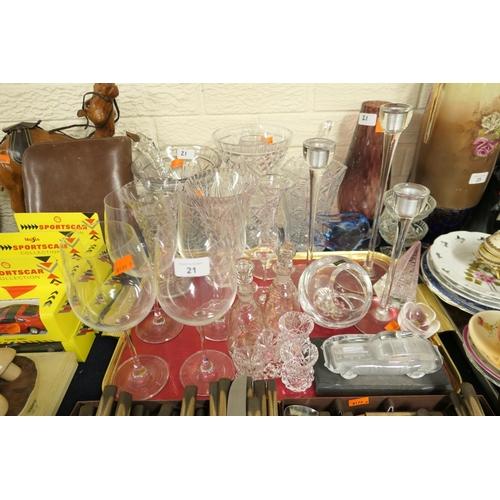 21 - Mixed glassware...