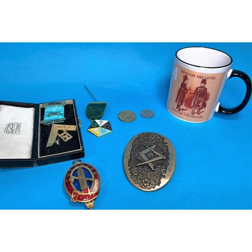 322 - A silver gilt masonic badge and other related items...
