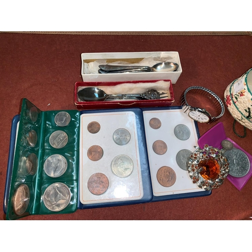 474 - An Eire 1966 silver 10s pieces; other coins; etc....
