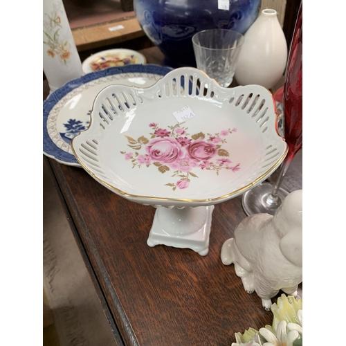 162A - A selection of ceramics including Royal Doulton etc...