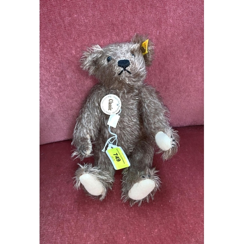 749 - A small Steiff Classic Teddy Bear with ear pin and label...