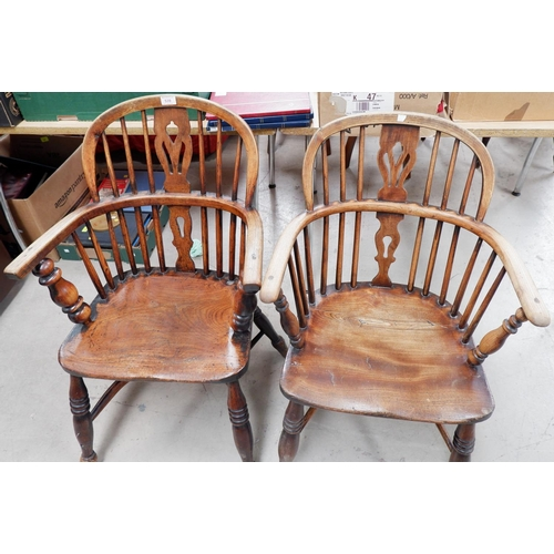 539 - A 19th century near pair of Windsor chairs with low backs and crinoline stretcher