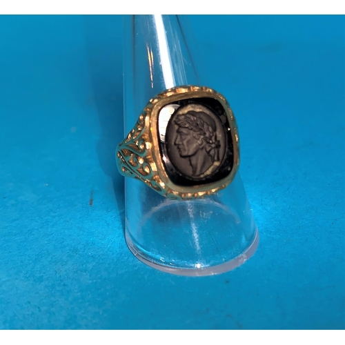 358 - A gent's 9 carat hallmarked gold signet ring set intaglio carved black stone depicting Caesar's head...