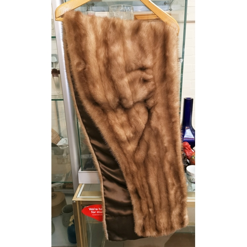 477a - A ladies mink stole...