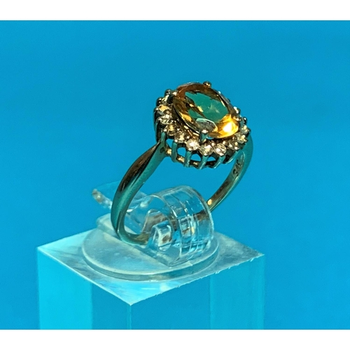 196A - A Ladies 9ct hall marked gold dress ring set with a central oval facetted citrine coloured stone sur...